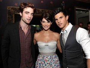 gallery_enlarged-twilight-cast-ea-game-suite-tca-2009-08112009-01
