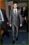 taylor-lautner-peoples-choice-2010-04