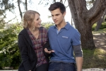 Valentine-s-Day-Movie-New-Images-taylor-lautner-11767225-2560-1707