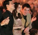 Taylor+Lautner+2011+People+Choice+Awards+Backstage+7APB_lmXPknl