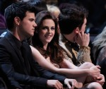 Taylor+Lautner+2011+People+Choice+Awards+Backstage+AAFqb1q24N8l