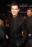 Taylor+Lautner+2011+People+Choice+Awards+Backstage+f-lHSjGJHE7l