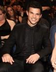 Taylor+Lautner+2011+People+Choice+Awards+Backstage+i2vz-St6Q_Ml