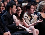Taylor+Lautner+2011+People+Choice+Awards+Backstage+nAzWAIDo077l