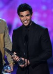 Taylor+Lautner+2011+People+Choice+Awards+Show+3I_ydn2yfF8l
