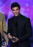Taylor+Lautner+2011+People+Choice+Awards+Show+3I_ydn2yfF8l