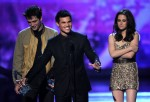 Taylor+Lautner+2011+People+Choice+Awards+Show+fGJH0fhqAhAl