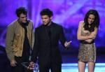 Taylor+Lautner+2011+People+Choice+Awards+Show+IBv9fXYnAjgl