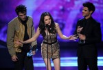 Taylor+Lautner+2011+People+Choice+Awards+Show+P5AbEz00-JVl
