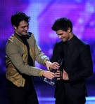 Taylor+Lautner+2011+People+Choice+Awards+Show+saPTdgs0zuPl