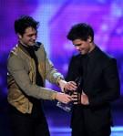 Taylor+Lautner+2011+People+Choice+Awards+Show+saPTdgs0zuPl