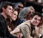 Taylor+Lautner+2011+People+Choice+Awards+Show+TOXZMoT-MLOl