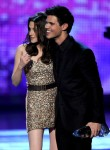 Taylor+Lautner+2011+People+Choice+Awards+Show+WTj1--qaUSfl