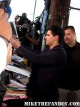 sexy-taylor-lautner-signs-autographs-for-fans-11