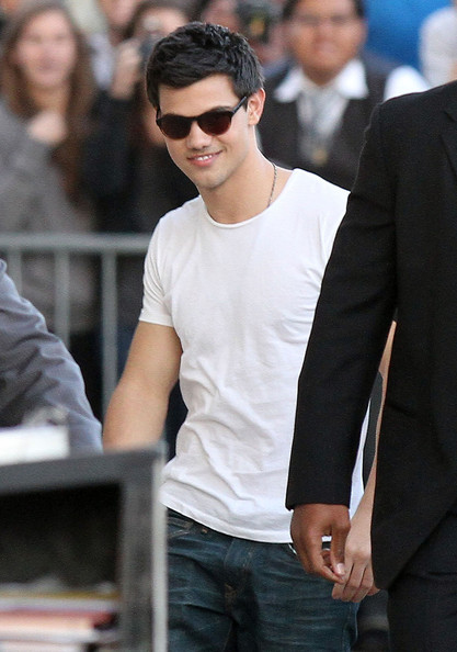 Taylor+Lautner+Taylor+Lautner+Arriving+Jimmy+1_guPw_1GBAl
