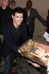 Taylor+Lautner+Taylor+Lautner+Outside+Jimmy+gemBqYjFepel