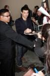 Taylor+Lautner+Taylor+Lautner+Outside+Jimmy+U_hpt8_3YPHl