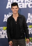 Taylor+Lautner+2011+MTV+Movie+Awards+Arrivals+k-CElAxldmWl