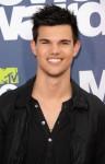 Taylor+Lautner+2011+MTV+Movie+Awards+Arrivals+TtfbY-6Att-l