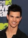 Taylor+Lautner+2011+MTV+Movie+Awards+Red+Carpet+F78yl900d3bl