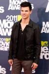 Taylor+Lautner+2011+MTV+Movie+Awards+Red+Carpet+Ld_SQU5atufl