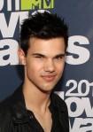 Taylor+Lautner+2011+MTV+Movie+Awards+Red+Carpet+ysmOUf6Yo7rl
