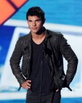 Taylor+Lautner+2011+Teen+Choice+Awards+Show+bKlacwjsciUl