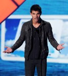 Taylor+Lautner+2011+Teen+Choice+Awards+Show+Wda3q_UmnOtl